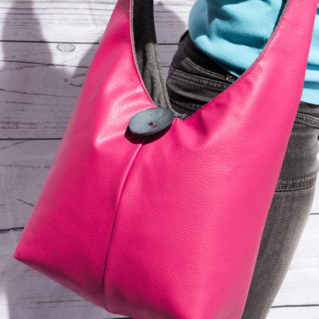 Borsa a tracolla doubleface in ecopelle rosa e alcantara grigia